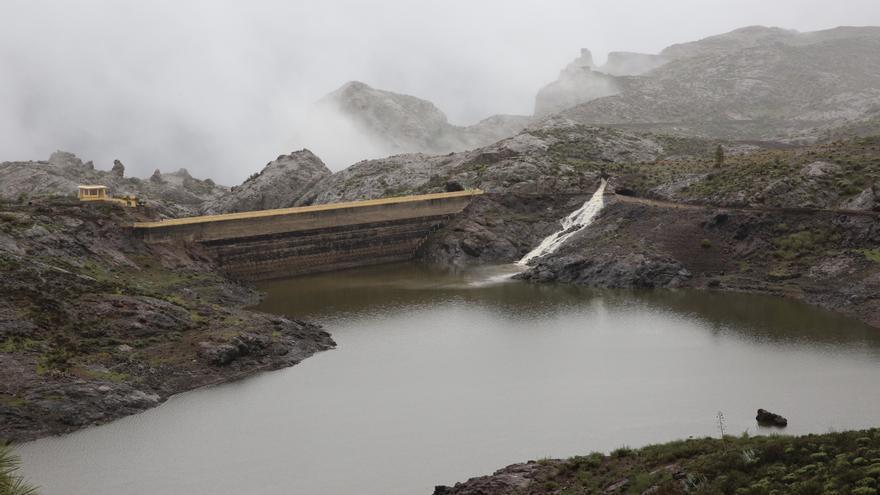 Entrada de agua en la presa de Las Niñas