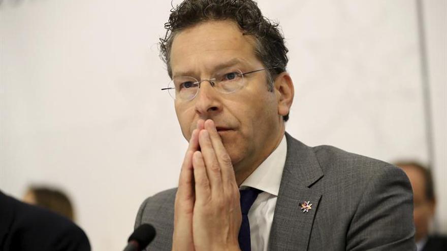Dijsselbloem aboga por suavizar las exigencias fiscales a Grecia tras el rescate