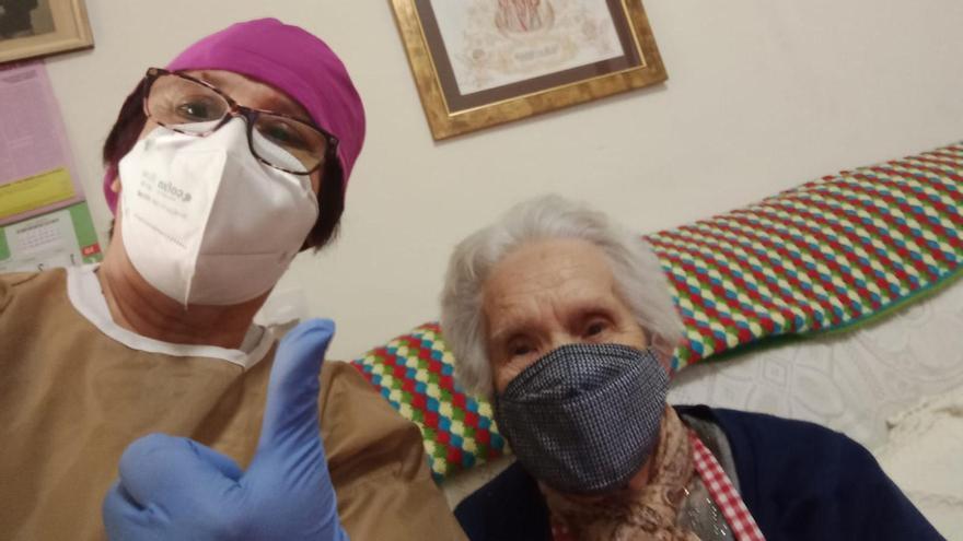 """Profesionales de Ayuda a Domicilio de la zona de salud de Iniesta (Cuenca): """"No hemos recibido la vacuna y ya han pasado al siguiente grupo"""""""