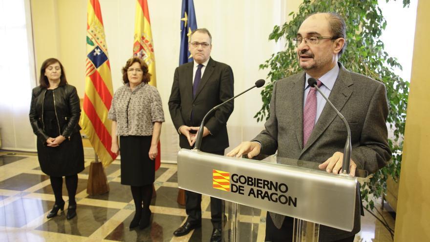 A la derecha el presidente de Aragón, Javier Lambán.