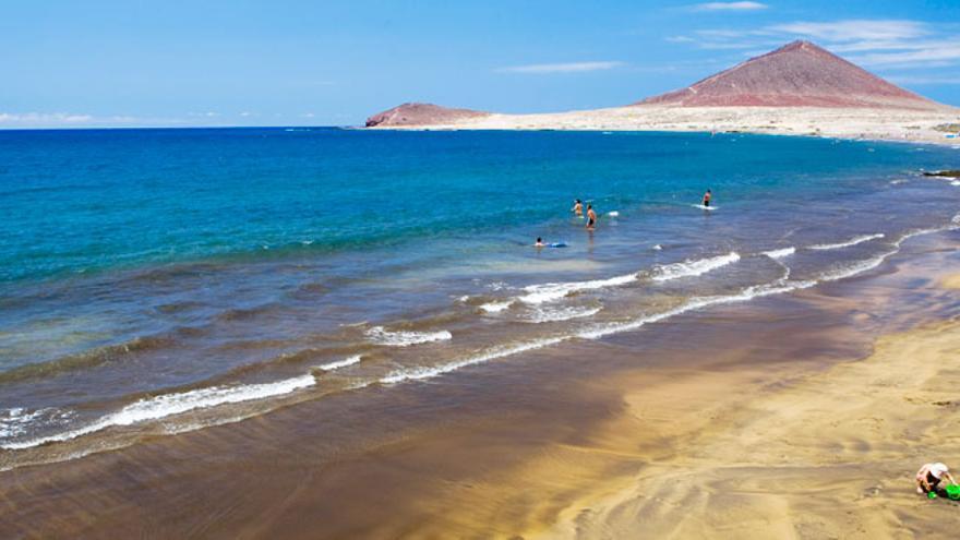 Grupos de emergencias buscan a un hombre desaparecido cuando practicaba kitesurf en Tenerife