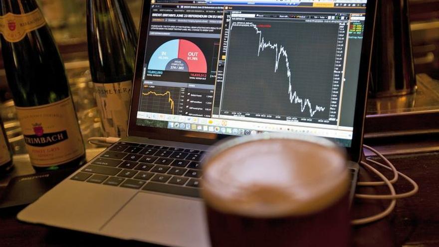 La Bolsa de Hong Kong abre prácticamente sin cambios