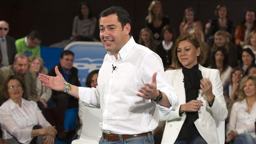 Cospedal ha acompañado este sábado a Juan Manuel Moreno en un acto de campaña en Sevilla. \ Efe