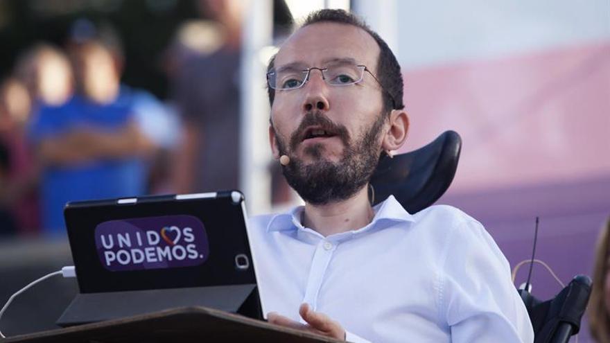 El candidato al Congreso y Secretario de Organización de Podemos, Pablo Echenique, durante el acto que la formación ha celebrado esta noche en Santa Cruz de Tenerife.