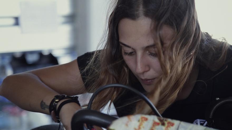 Yadira Taberner, mecánica y protagonista de 'En la brecha'