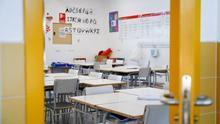 Madrid mantiene el cierre de las clases con menos alumnos pese a que la epidemia obligará el próximo curso a desdoblar aulas