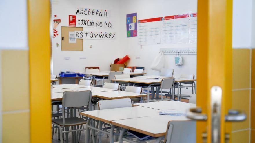 Un aula de un colegio de Madrid vacía durante los meses de la pandemia de coronavirus.