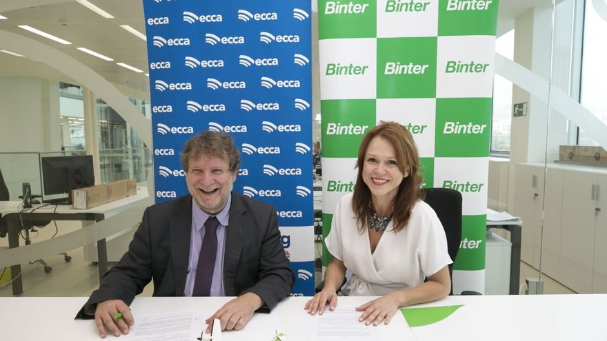Noelia Curbelo, de Binter, y Lucas López, de Radio ECCA Fundación Canaria
