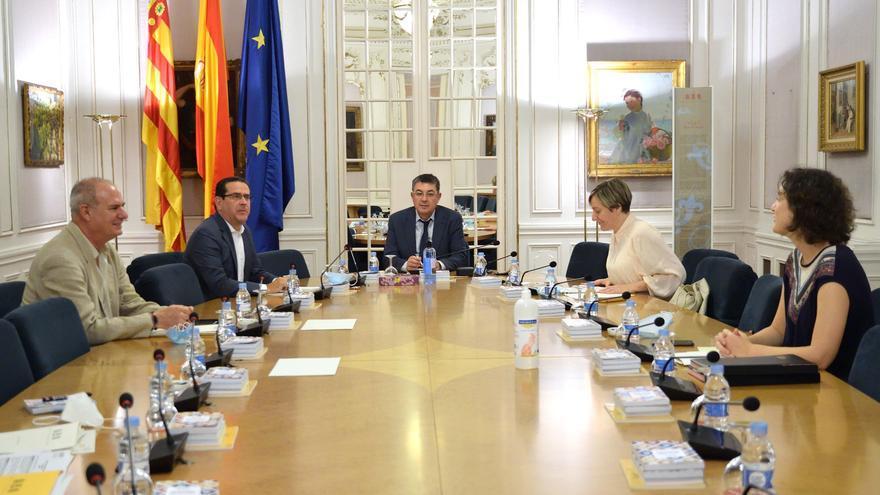 Reunión de la Mesa de las Corts Valencianes, presidida por Enric Morera.