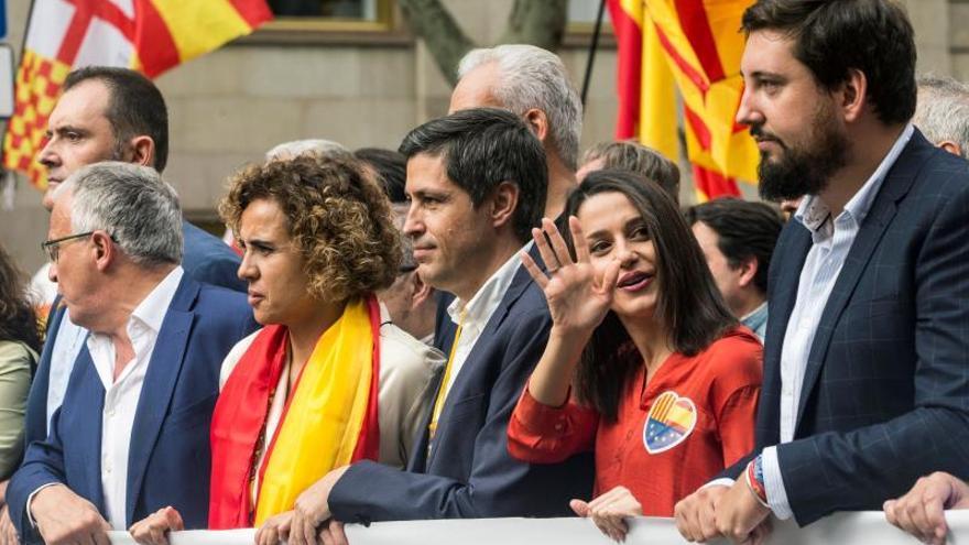 """Arrimadas ve """"indecente"""" que Sánchez se apoye en quienes """"humillan"""" al Rey"""