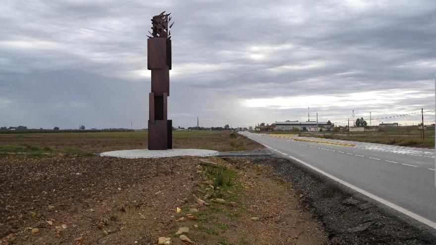 Monumento de Fuentes de Andalucía a las 'niñas' de El Aguacho 2