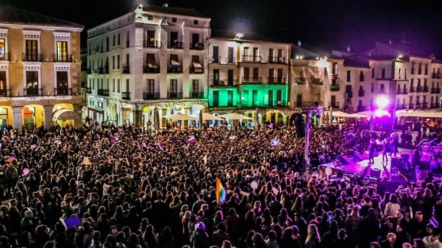 8M en la Plaza Mayor de Cáceres
