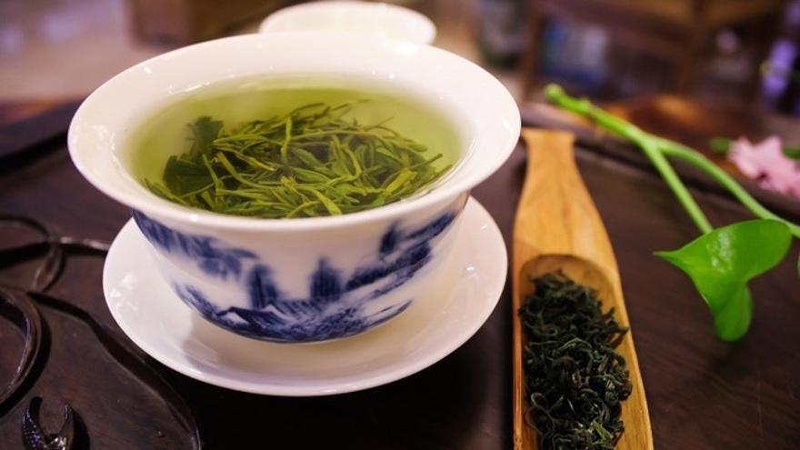 Seis variedades de tés de origen asiático clasificados por sus colores y beneficios para la salud