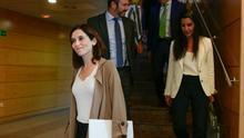 Isabel Díaz Ayuso, después de su primera reunión con Rocío Monasterio (Vox). / PP