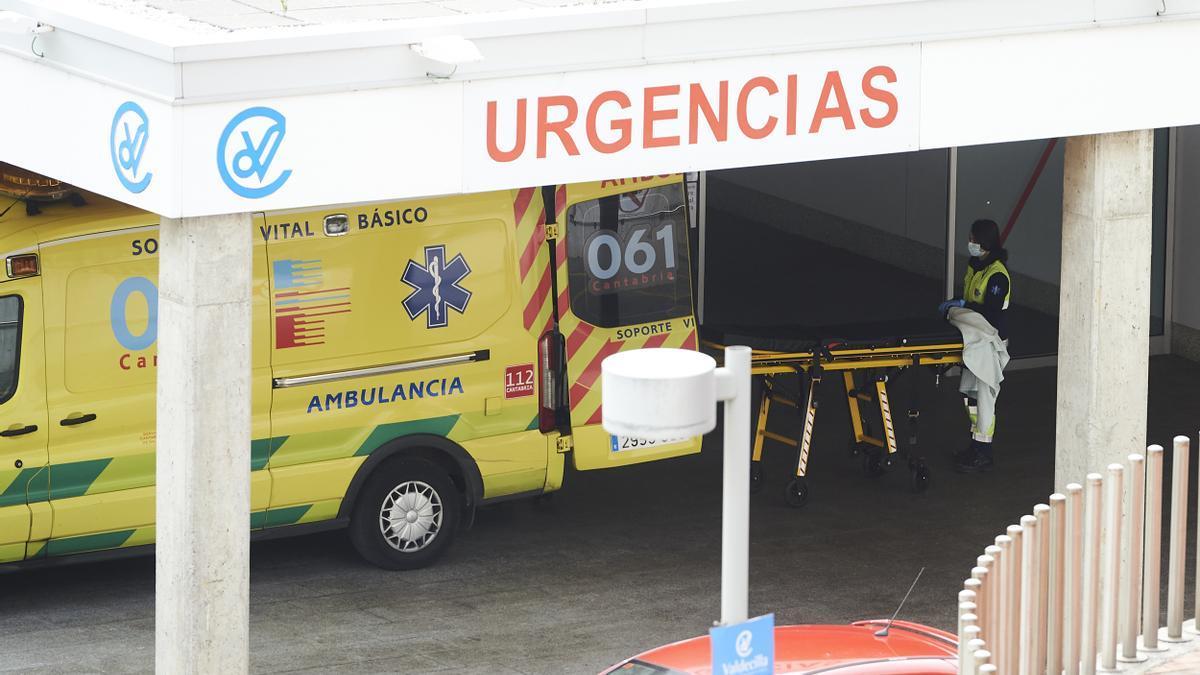 Archivo - Aparcamiento de Urgencias del Hospital Universitario Marqués de Valdecilla.