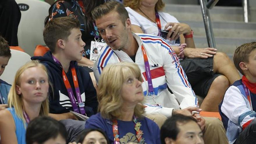 Uno de los hijos de David Beckham debuta como cantante con el mánager de Justin Bieber