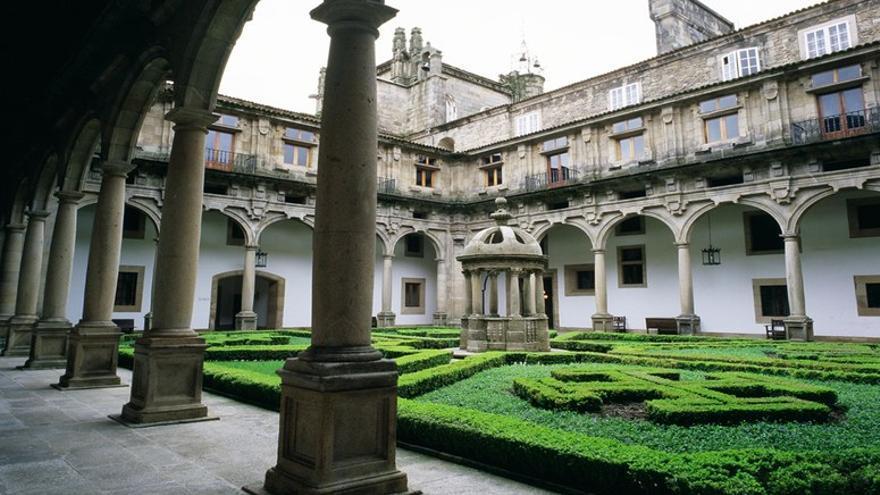 Uno de los claustros del Hostal dos Reis Católicos, en Santiago de Compostela