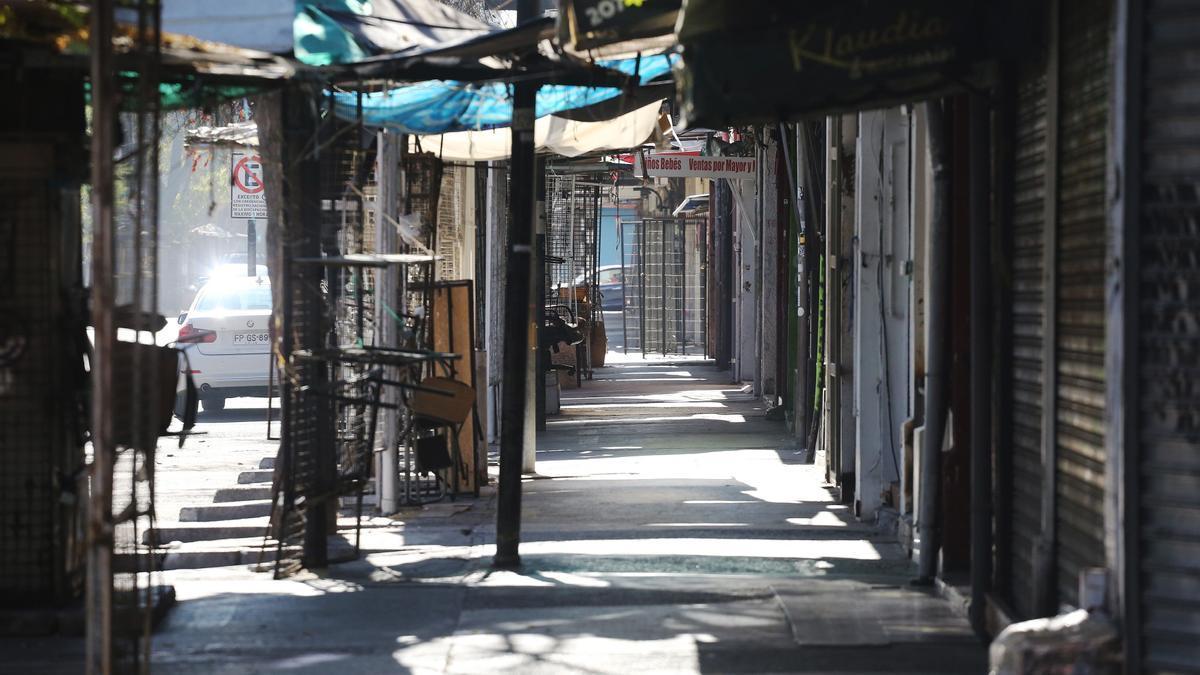 Locales comerciales cerrados, en Santiago de Chile.