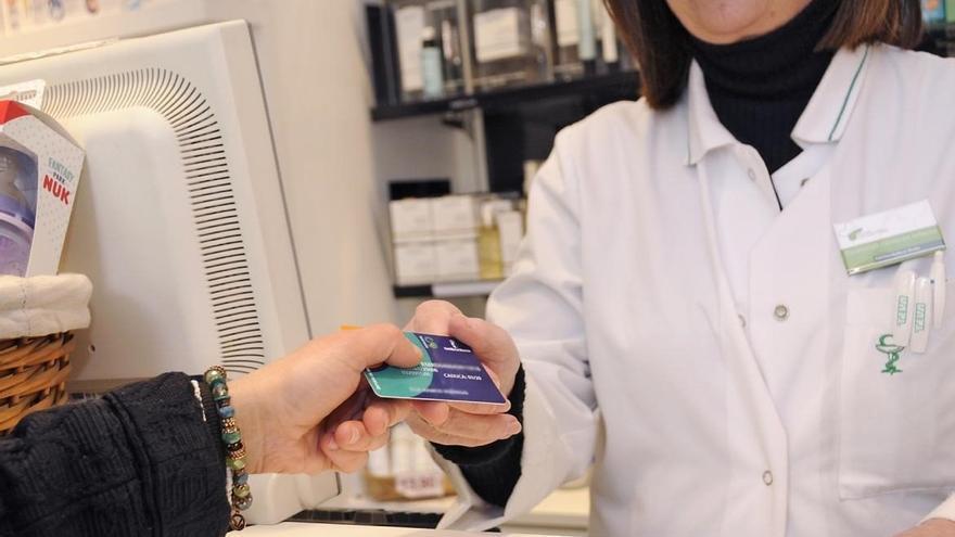 Las farmacias de la región iniciarán el 1 de junio el reparto de mascarillas vía tarjeta sanitaria