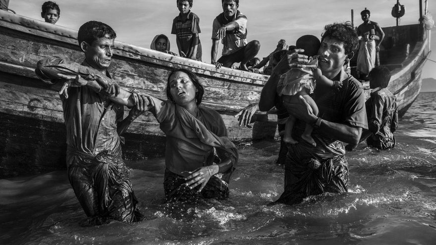 'Rohingya Refugees Flee Into Bangladesh' | Kevin Frayer