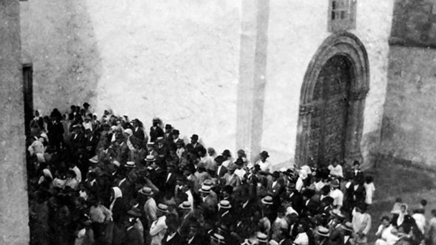 Antigua fotografía de un mitin en Hermigua