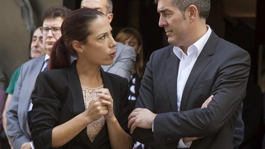 La hasta ahora vicepresidenta del Gobierno de Canarias, Patricia Hernández, y el presidente del Gobierno, Fernando Clavijo