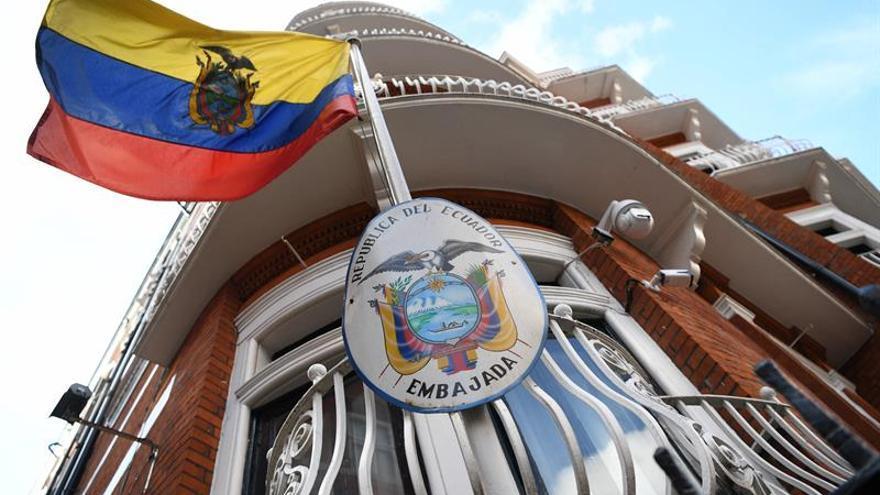 Ecuador retira la seguridad adicional en su Embajada en Londres, donde está Assange