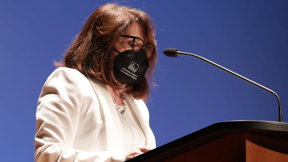 Amparo Navarro, rectora de la Universidad de Alicante, en su toma de posesión.
