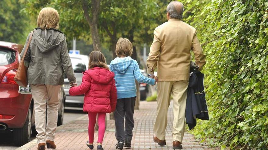 El abogado de la UE propone que la ley de responsabilidad parental incluya la visita de abuelos