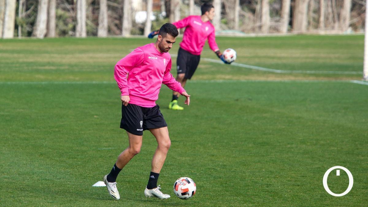 Alain Oyarzun, en un entrenamiento del Córdoba.