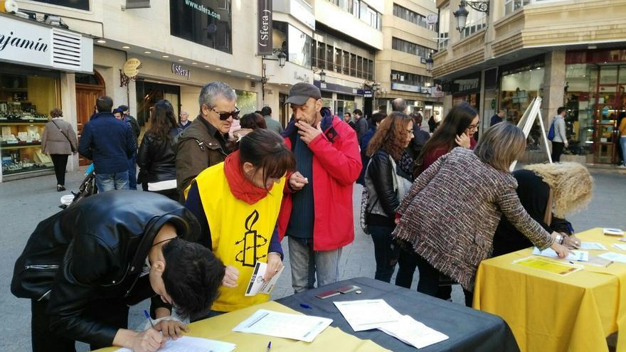 Amnistía Internacional lanza en la calle un SOS por el derecho a la vivienda