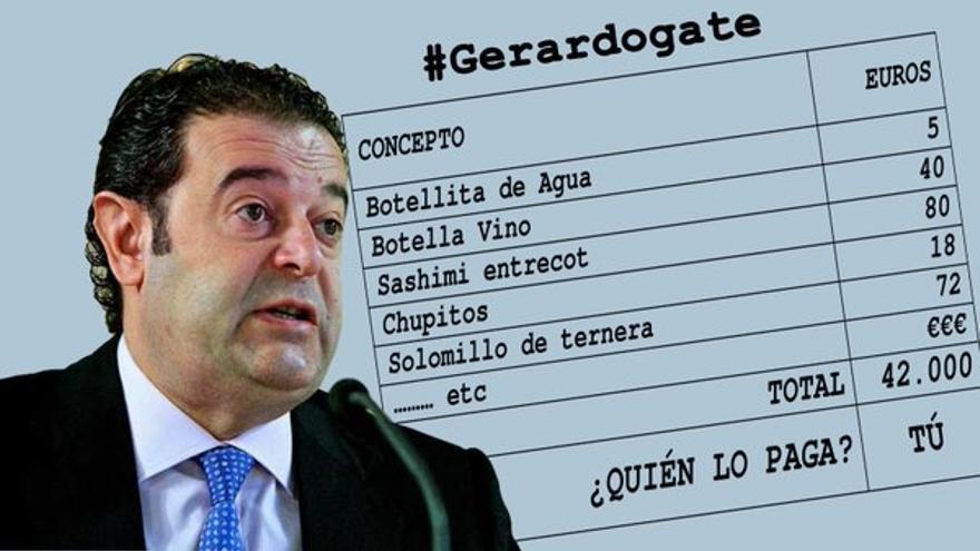 Gerardo Camps, junto a una de las facturas cargadas a la administración, en un montaje hecho por el PSPV-PSOE.