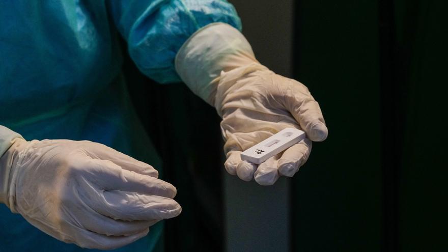 Italia alcanza los 70.000 muertos por coronavirus antes del cierre de Navidad