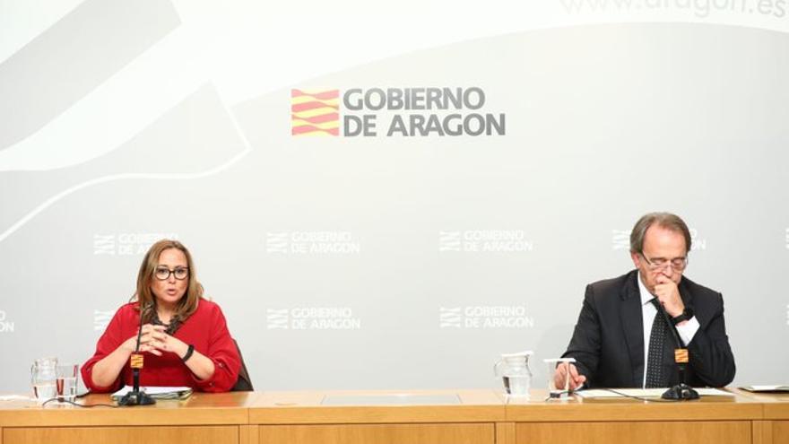 Mayte Pérez, consejera de Presidencia del Gobierno de Aragón, y Carlos Pérez Anadón, consejero de Hacienda.