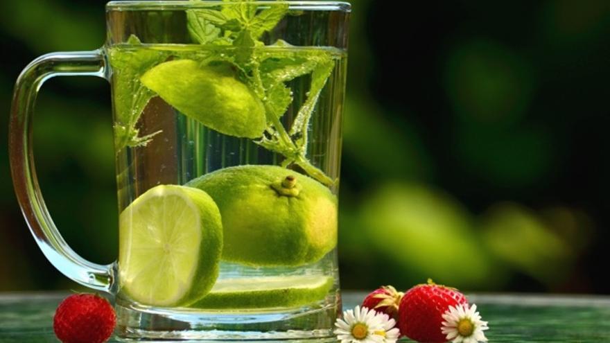 agua tibia con limon para bajar de peso