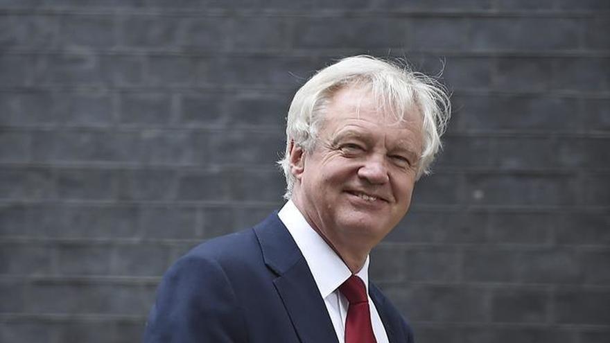 """El ministro del """"brexit"""" negocia su estrategia con líderes regionales"""