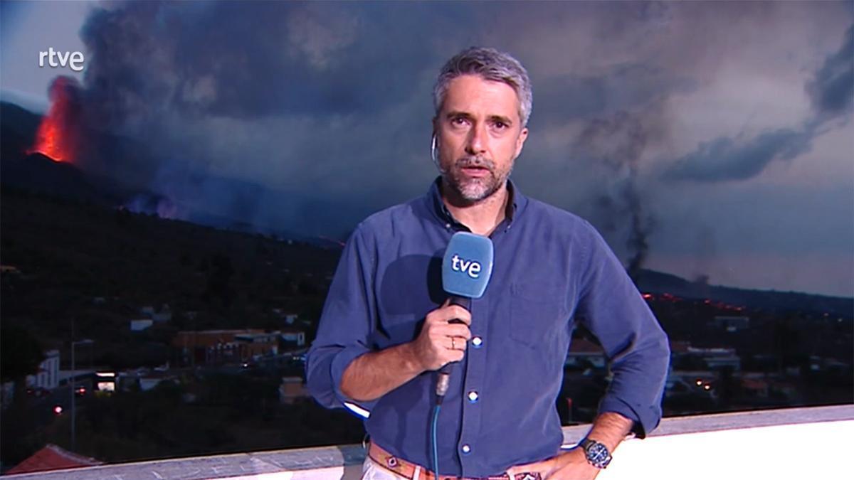Carlos Franganillo, desde La Palma con el volcán de fondo