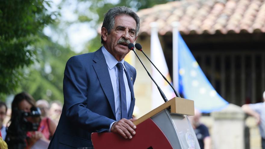 Revilla no descarta un acuerdo PP-PNV pero cree que la clave para el desbloqueo es que Rajoy se aparte