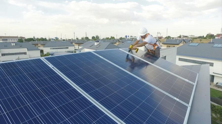 Redexis se alía con los comerciantes de electrodomésticos para entrar en el mercado solar de autoconsumo