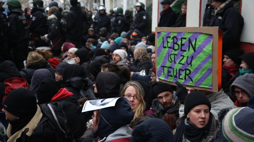 Activistas tratan de paralizar el desahucio de la familia Gülbol / Björn Kietzmann