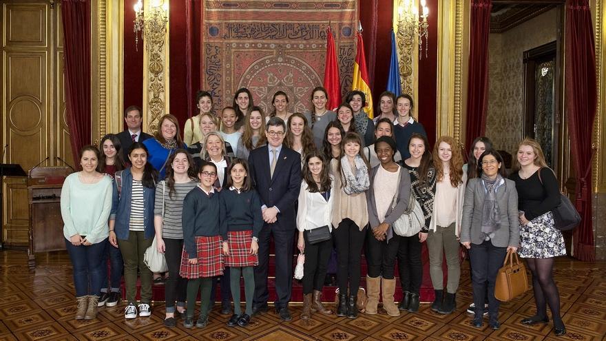 """Iribas resalta la """"apuesta"""" por la internacionalización del sistema educativo navarro"""