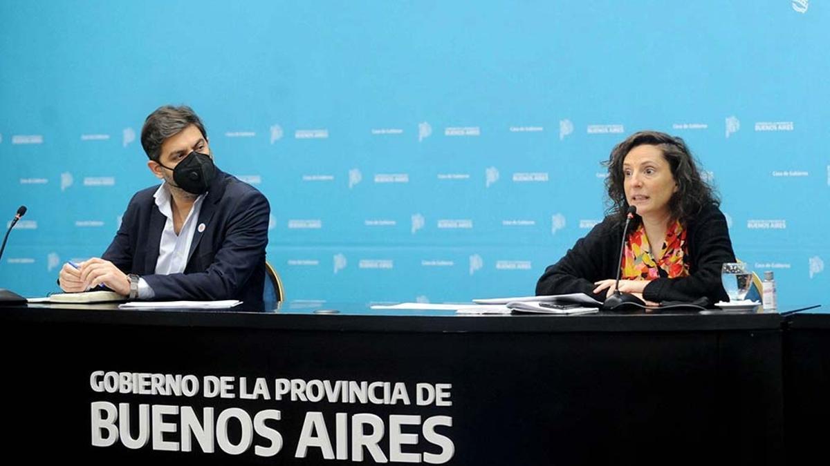 El jefe de Gabinete bonaerense, Carlos Bianco, y la subsecretaria de Gestión de la Información, Educación Permanente y Fiscalización del Ministerio de Salud bonaerense, Leticia Ceriani, dieron precisiones sobre las nuevas flexibilizaciones en Provincia de Buenos Aires.