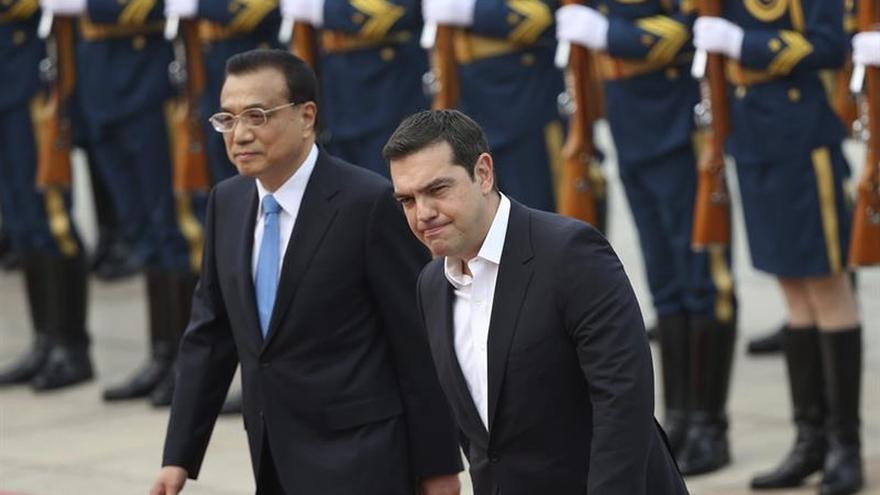 Tsipras y Li ven El Pireo como entrada para más inversión china en Europa