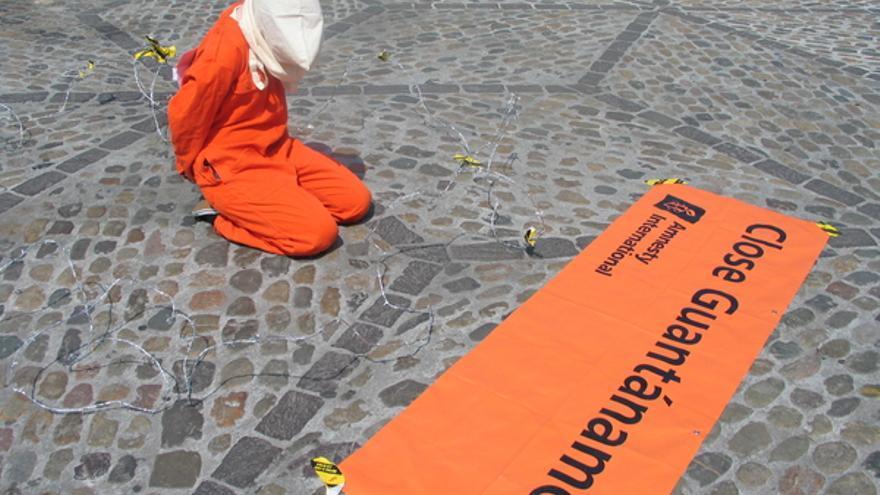 Acción pidiendo el cierre de Guantánamo. © Amnesty International