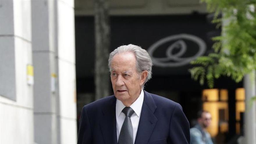 El médico acusado de falsear un informe a Villar Mir pide el archivo del caso