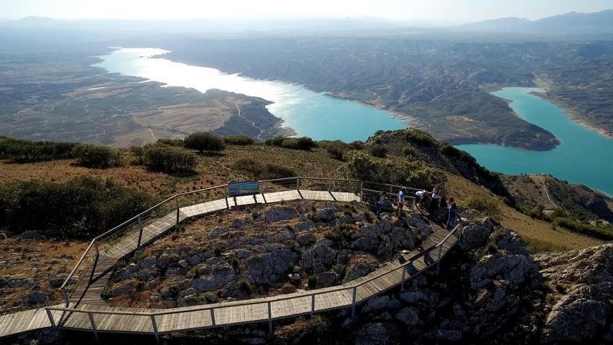 El proyecto compromete la integridad del Geoparque de Granada, reconocido por la Unesco, según denuncian miles de afectados