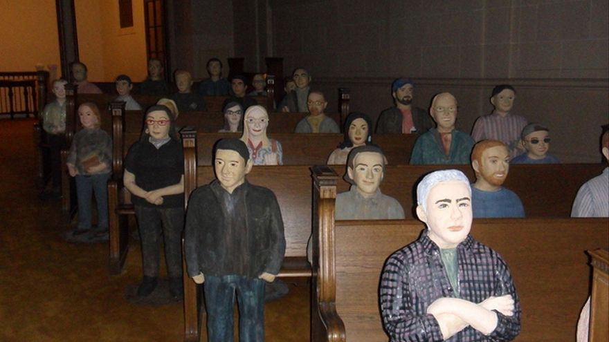 Los feligreses de la sede de Internet Archive son en realidad estatuillas de sus trabajadores