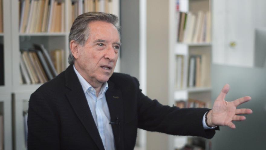El periodista Iñaki Gabilondo en un momento de la entrevista en eldiario.es
