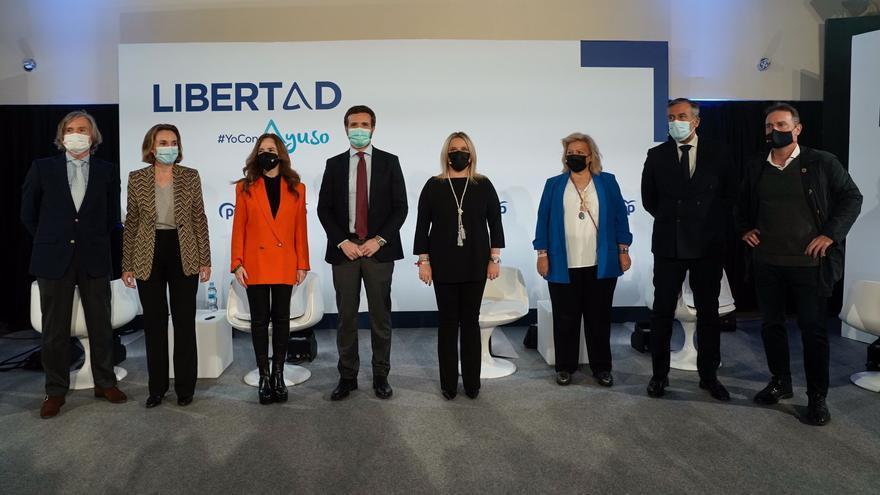 El líder del PP, Pablo Casado, junto a la portavoz en el Congreso, Cuca Gamarra, el secretario de Justicia e Interior del PP, Enrique López, en un acto en defensa de las víctimas del terrorismo. En Aranjuez (Madrid), 28 de abril de 2021.