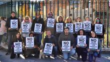 Protesta ante la sede de Caja Rural Castilla-La Mancha
